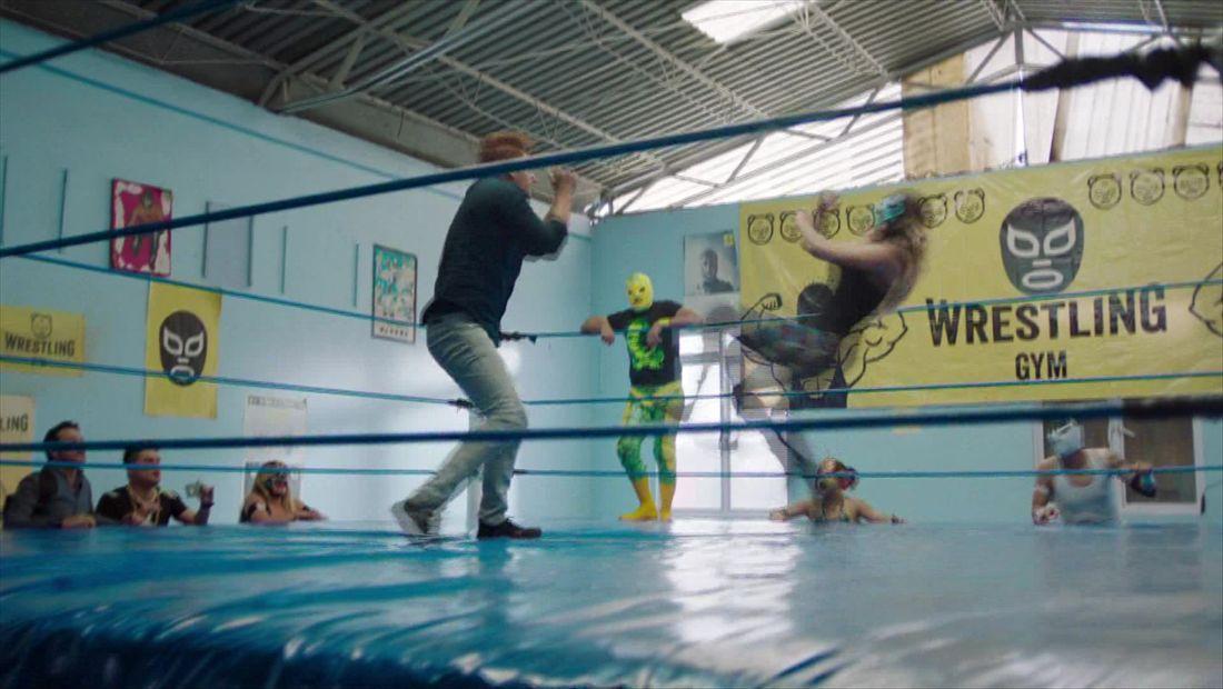El Vato VS. Luchadora profesional