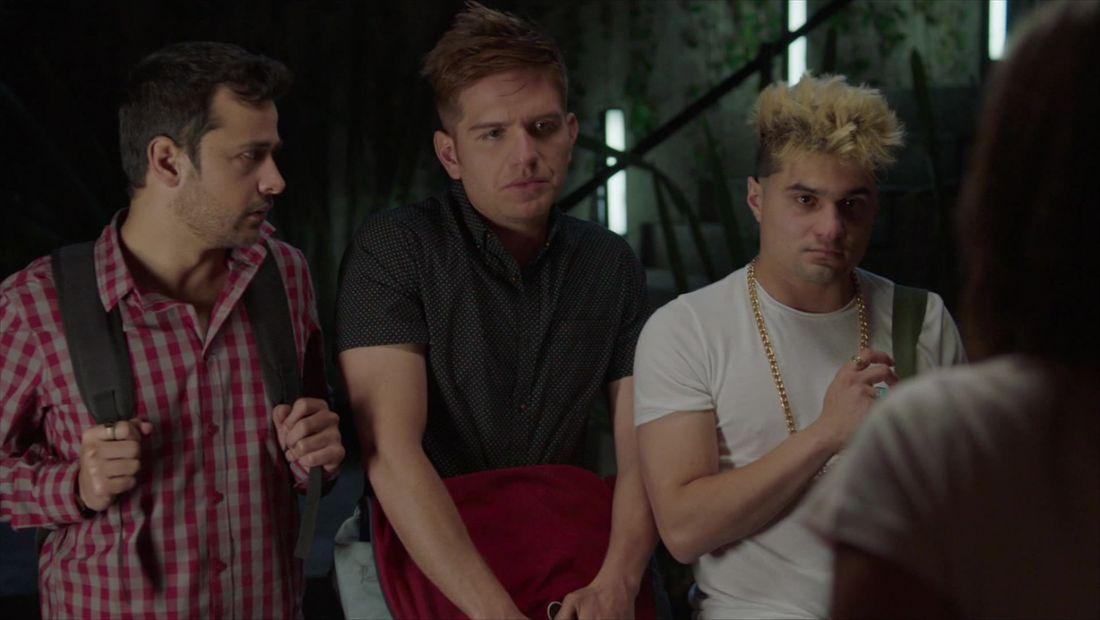 Marcos le da alojo a El Vato, Pollo y Brandon