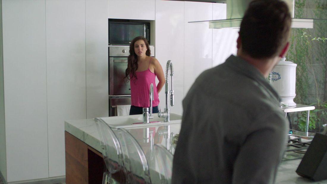 Mariana esconde prueba de embarazo