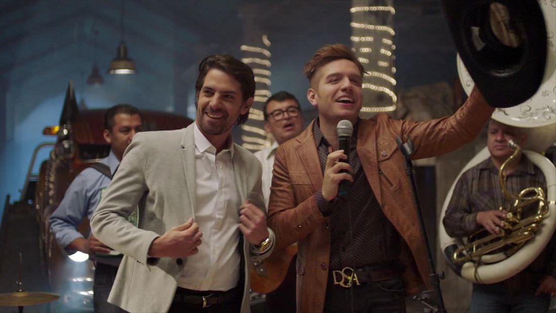 Rogelio Galeana anuncia que es gay y canta con El Vato