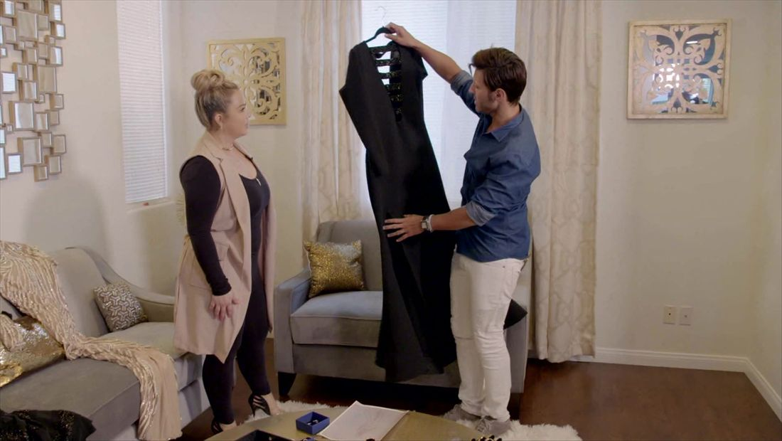 Quique Usales helps Chiquis choose a dress