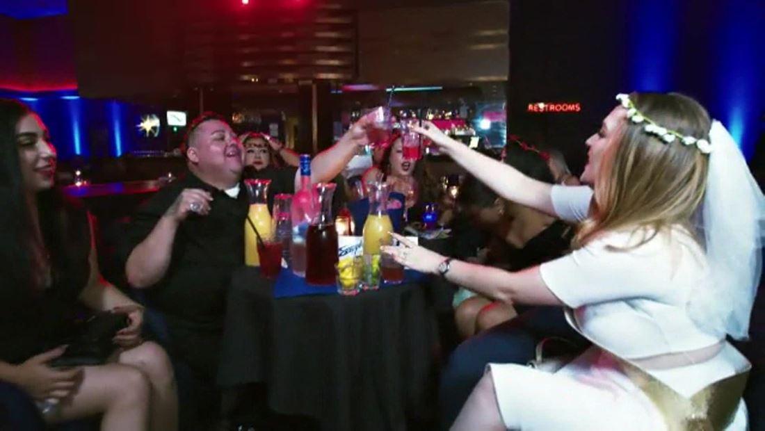 """""""¡Salud por Alejandro!"""""""